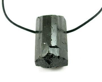 Zwarte Toermalijn hanger aan koord XL