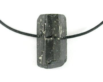 Zwarte Toermalijn hanger aan koord 10-20 gram
