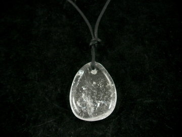 Bergkristal hanger aan koord