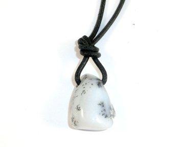 Merliniet hanger aan koord (Magiërs steen)