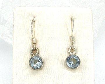 Aquamarijn oorhangers in zilver (facet geslepen)