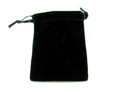 Zwarte fluwelen buidel voor edelstenen, pendels etc. 9 x 7 cm