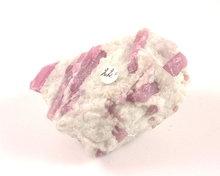 roze toermalijn ruwe edelsteen
